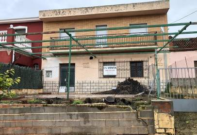 Chalet pareado en calle de Ramón y Cajal